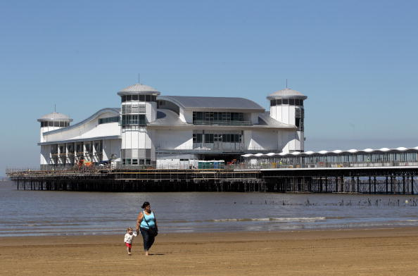 Weston-super-Mare「The Grand Pier Prepares To Re Open To The Public After The Devastating Fire」:写真・画像(15)[壁紙.com]