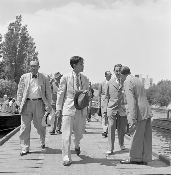 Japanese Royalty「Walking On The Wharf」:写真・画像(16)[壁紙.com]