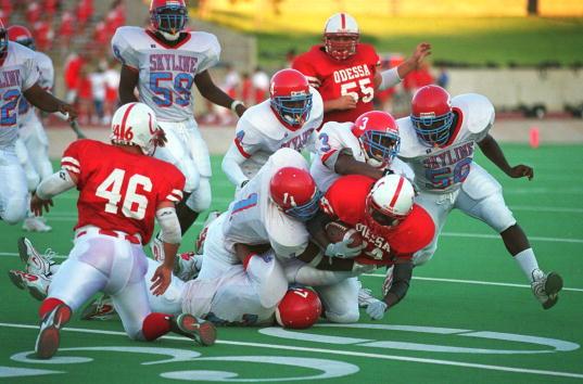 Teenager「High School football season in Midland Texas」:写真・画像(17)[壁紙.com]