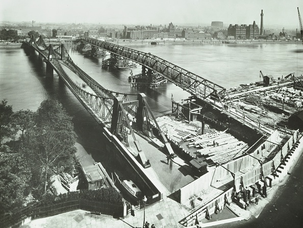 Physical Geography「Old Lambeth Bridge With Temporary Footbridge Alongside, London, Before 1932」:写真・画像(5)[壁紙.com]