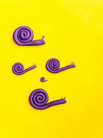 snails「Snail family made of modelling clay on yellow background」:スマホ壁紙(17)