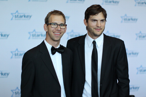 Ashton Kutcher「Starkey Hearing Foundation 2013 So The World May Hear Gala」:写真・画像(8)[壁紙.com]