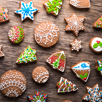 Cookie「Decorating Gingerbread Cookie with sprinkle candy」:スマホ壁紙(8)