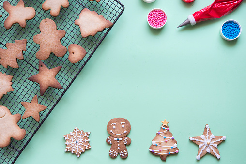 Gingerbread Cookie「Decorating gingerbread with sugar icing」:スマホ壁紙(19)