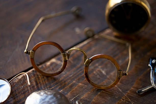 Vintage eyeglasses:スマホ壁紙(壁紙.com)