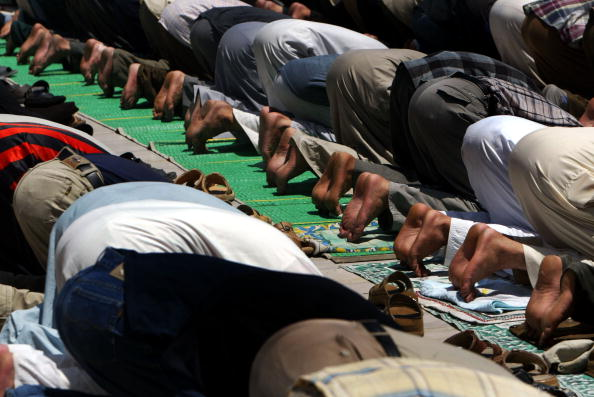 Baghdad「Iraqi's attend friday prayer at Kadhimiya mosque in Baghdad.」:写真・画像(19)[壁紙.com]
