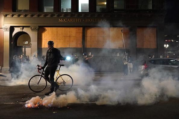 Oregon - US State「Feds Attempt To Intervene After Weeks Of Violent Protests In Portland」:写真・画像(8)[壁紙.com]