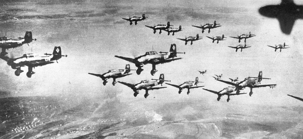 Large Group Of Objects「Stukas In Formation」:写真・画像(1)[壁紙.com]