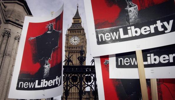 Abu Ghraib Prison「Protest Against The Prevention Of Terrorism Bill OUtside Parliament」:写真・画像(11)[壁紙.com]