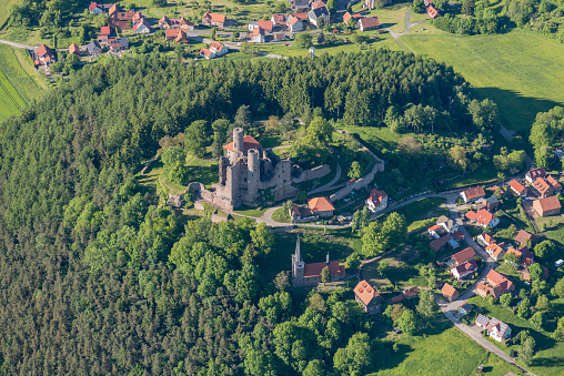 城「Germany, Rimbach, aerial view of Hanstein Castle ruin」:スマホ壁紙(9)
