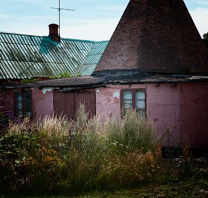 月「バルト海の小さな島の放棄された村」:スマホ壁紙(4)