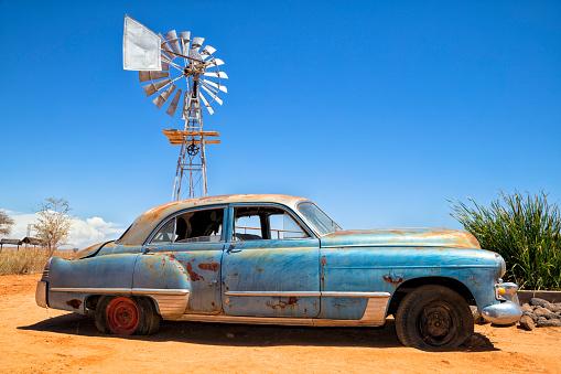 Rusty「Abandoned vintage car in the desert」:スマホ壁紙(17)
