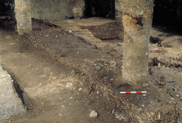 Archaeology「Roman Amphitheatre Excavation」:写真・画像(8)[壁紙.com]