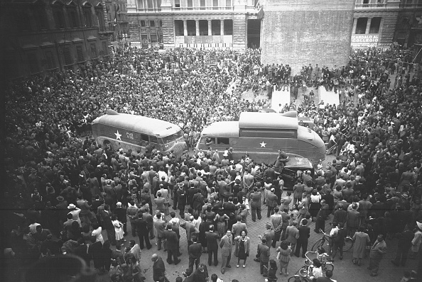 Celebration「The allies in Piazza Colonna the day of Liberation of Rome, Rome 1944」:写真・画像(16)[壁紙.com]