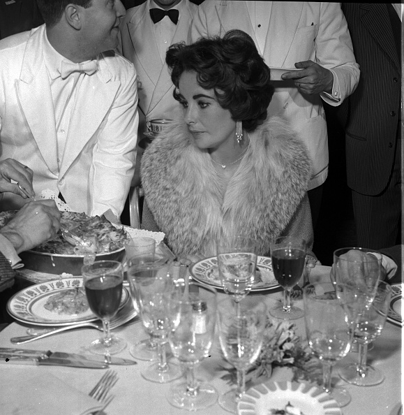 Material「Actress Elizabeth Taylor at the restaurant, Rome 1958」:写真・画像(15)[壁紙.com]