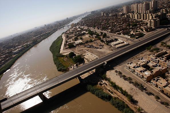 Baghdad「General Petraeus Greets Iraqis in Baghdad Market」:写真・画像(9)[壁紙.com]