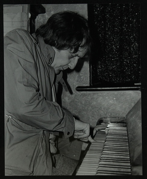 Waterproof「Stan Tracey playing the piano at The Bell, Codicote, Hertfordshire, 2 February 1986. .」:写真・画像(19)[壁紙.com]