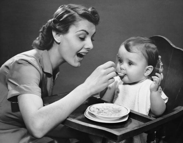 Archival「Mother feeding baby」:写真・画像(18)[壁紙.com]