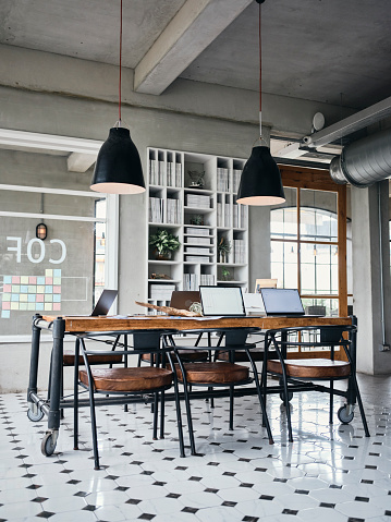 New Business「Retro Style Shared Office Workspace Interior」:スマホ壁紙(4)