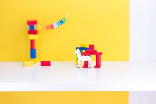 Playing「Toy blocks, girlande and unicorn」:スマホ壁紙(8)