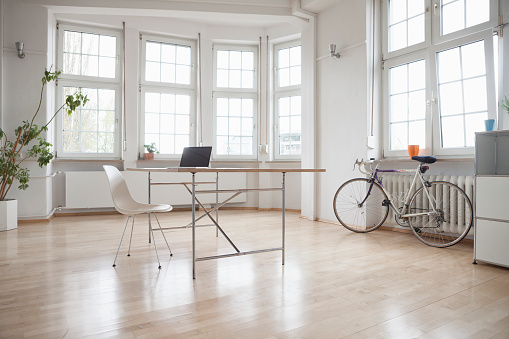 Moving Office「Laptop on table in sparse office」:スマホ壁紙(12)