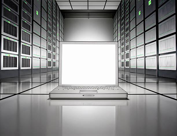 A laptop on the floor of a Network server room:スマホ壁紙(壁紙.com)