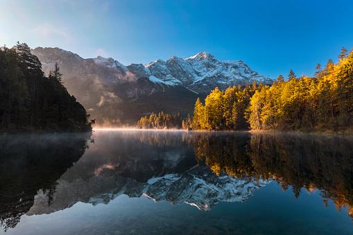 European Alps「Zugspitze and Eibsee at Autumn - Garmisch-Partenkirchen, Bavaria」:スマホ壁紙(13)