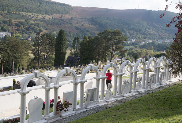 Shale「Aberfan - 50 Years After The Colliery Disaster That Killed 116 Schoolchildren」:写真・画像(1)[壁紙.com]