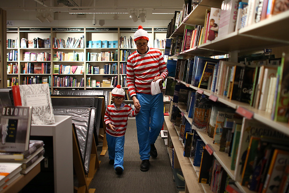 Parent「Foyles Book Shop Launches Summer Of Fun With Where's Wally Dress Up」:写真・画像(8)[壁紙.com]