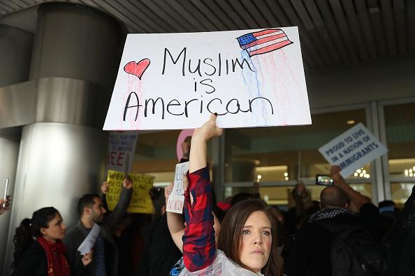 旅行「Protestors Rally Against Muslim Immigration Ban At Miami Airport」:写真・画像(18)[壁紙.com]