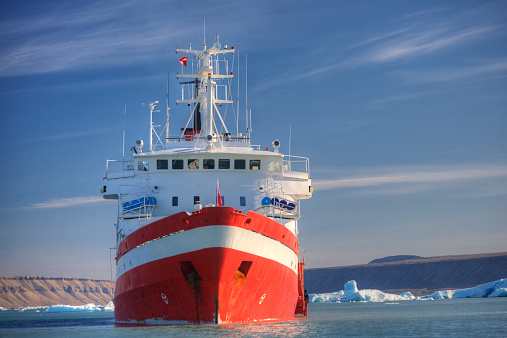 Ice-breaker「A ship at anchor in the Canadian arctic」:スマホ壁紙(10)