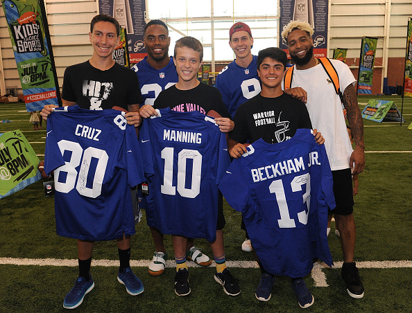 """NFC「Nickelodeon and The New York Giants Host Tryouts for the """"Triple Shot Challenge: Kids' Choice Sports $50,000 Perfect Pass Challenge""""」:写真・画像(8)[壁紙.com]"""