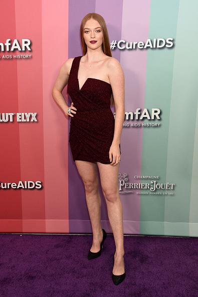 Maroon Lipstick「2019 amfAR Gala Los Angeles - Arrivals」:写真・画像(16)[壁紙.com]