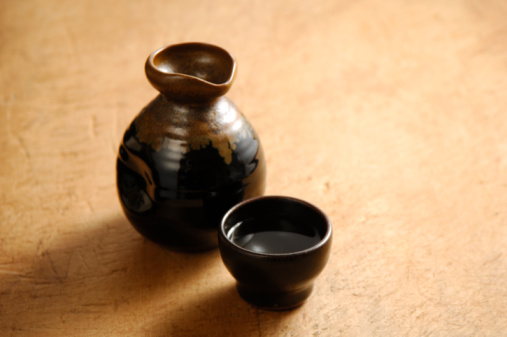 酒「Sake bottle and sake cup」:スマホ壁紙(17)