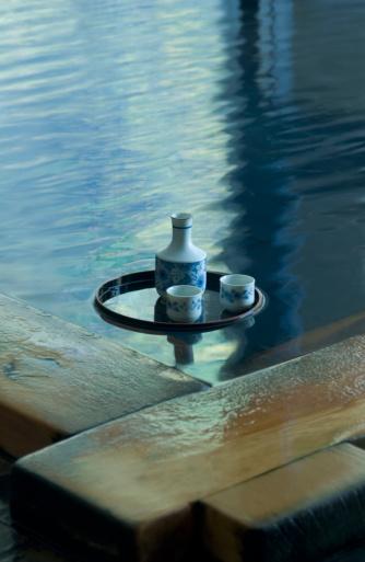 Saki Decanter「Sake bottle floating on hot water」:スマホ壁紙(5)