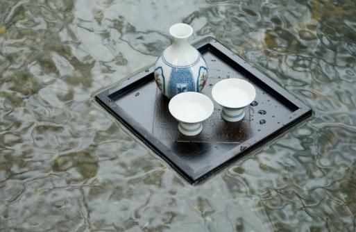 Saki Decanter「Sake bottle floating on hot water」:スマホ壁紙(17)