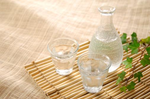 日本酒「Sake bottle and glass」:スマホ壁紙(16)