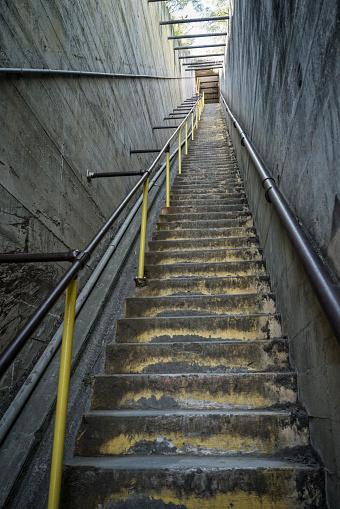 オアフ島「Protected interior stairway to gun bunkers atop Diamond Head on Oahu」:スマホ壁紙(14)
