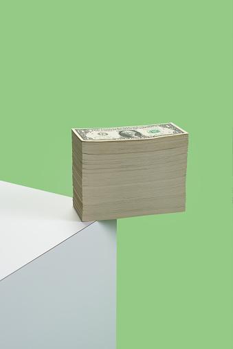 Bank Counter「Money hanging over the edge」:スマホ壁紙(11)