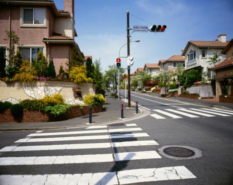 Road Signal「Traffic light and crosswalk in residential district, Ryokuentoshi, Kanagawa Prefecture, Japan」:スマホ壁紙(10)