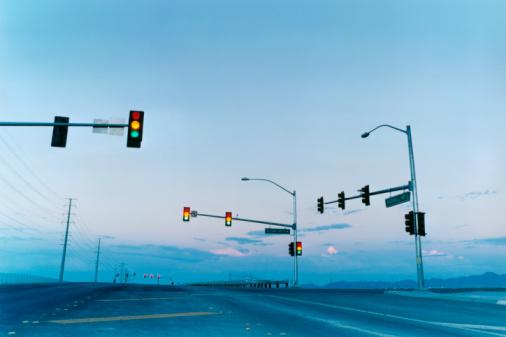 Telephone Pole「Traffic Lights on Empty Road」:スマホ壁紙(13)