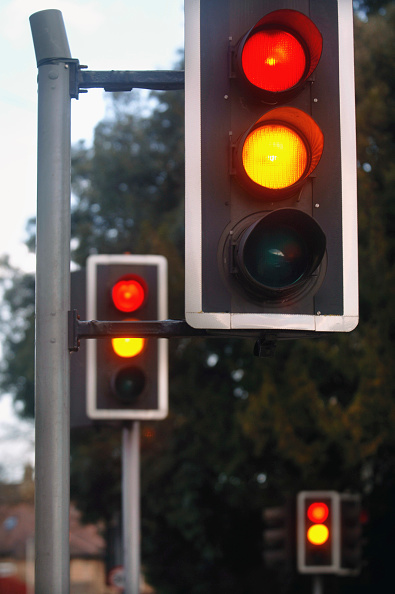 Stoplight「traffic lights showing amber and red at a crossroads, UK.」:写真・画像(0)[壁紙.com]