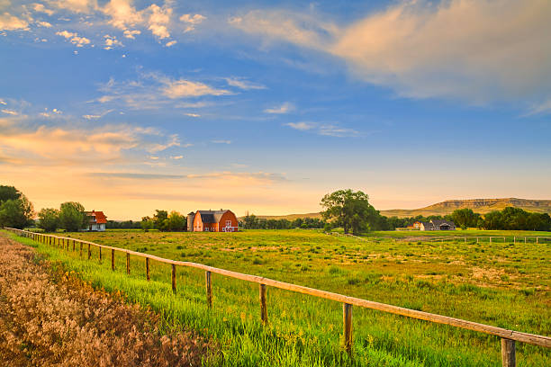 countryside and farms at sunset in rural Montana:スマホ壁紙(壁紙.com)