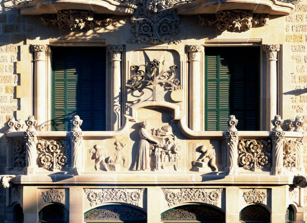 View of beautiful carvings on a building:ニュース(壁紙.com)