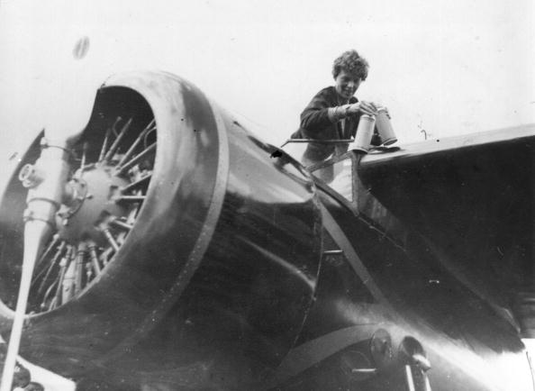1人「Earhart In Cockpit」:写真・画像(18)[壁紙.com]