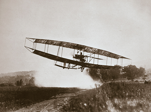虫・昆虫「American Aviator Glenn Curtiss Making The First Heavier-Than-Air Flight In His 'June Bug' 1908」:写真・画像(5)[壁紙.com]