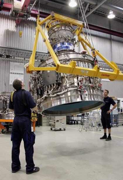 Tiefensee Visits Rolls-Royce Aircraft Engine Plant:ニュース(壁紙.com)