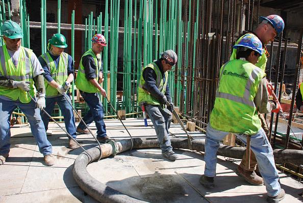 Hose「Workers move the concrete pump hose at Tower One site, Lower Manhattan, New York City, USA」:写真・画像(19)[壁紙.com]