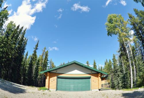 Chalet「Rustic log home with garage . Fisheye lens used」:スマホ壁紙(9)
