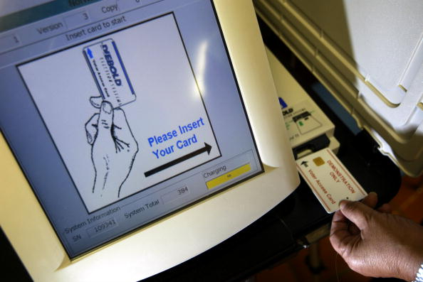 David McNew「Early Touchscreen Primary Voting Begins in California」:写真・画像(6)[壁紙.com]